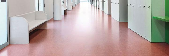 Der Klassiker unter den strapazierfähigen elastischen Belägen: DLW Linoleum Marmorette.
